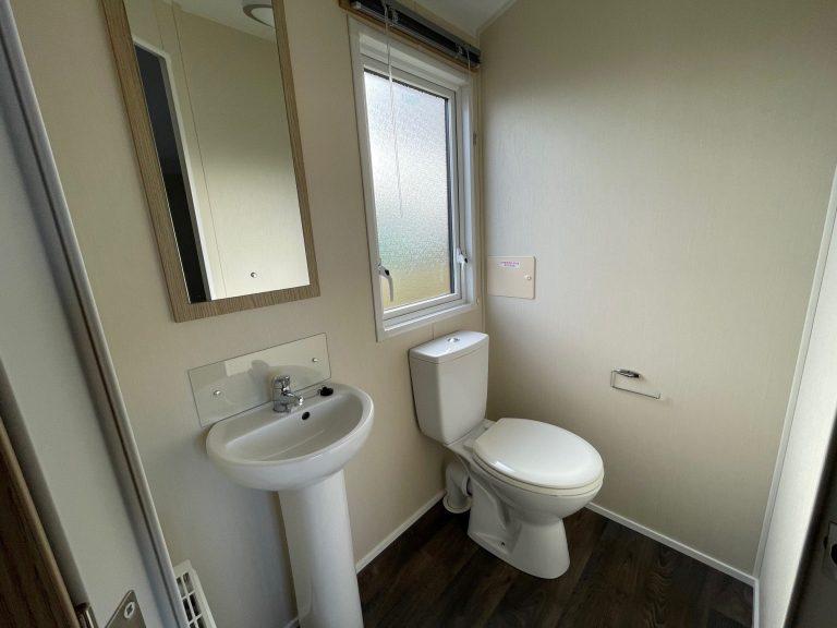 Bathroom, Willerby Brockenhurst Holiday Home, Bay View Holiday Park, North West, Morecambe Bay