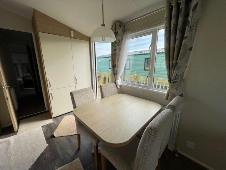 Dining area in Willerby Brockenhurst Holiday Home, Bay View Holiday Park, North West, Morecambe Bay