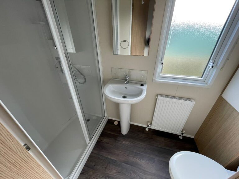 Bathroom at Willerby Brockenhurst Holiday Home, Bay View Holiday Park, North West, Morecambe Bay