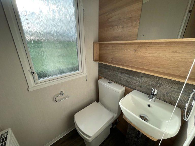 2021 Swift Bordeaux at Silver Ridge Holgates - Holgates holiday homes for sale (Bathroom)