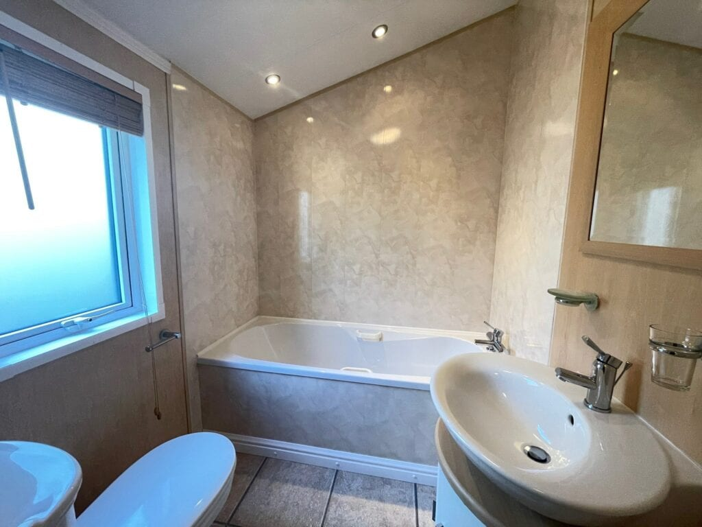 Previously Owned 2006 Willerby New Hampshire at Silver Ridge Cumbria South Lakes - Holgates - Bathroom