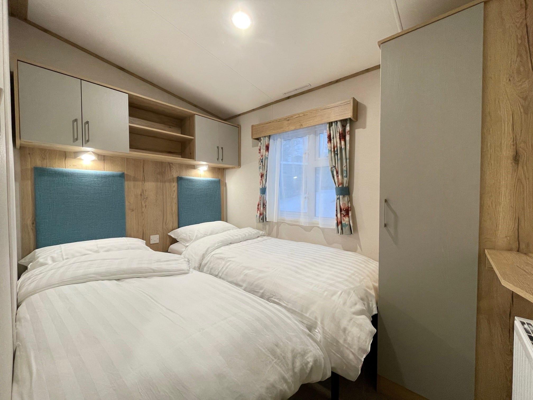 Holgates Holiday parks - Twin bedroom in caravan