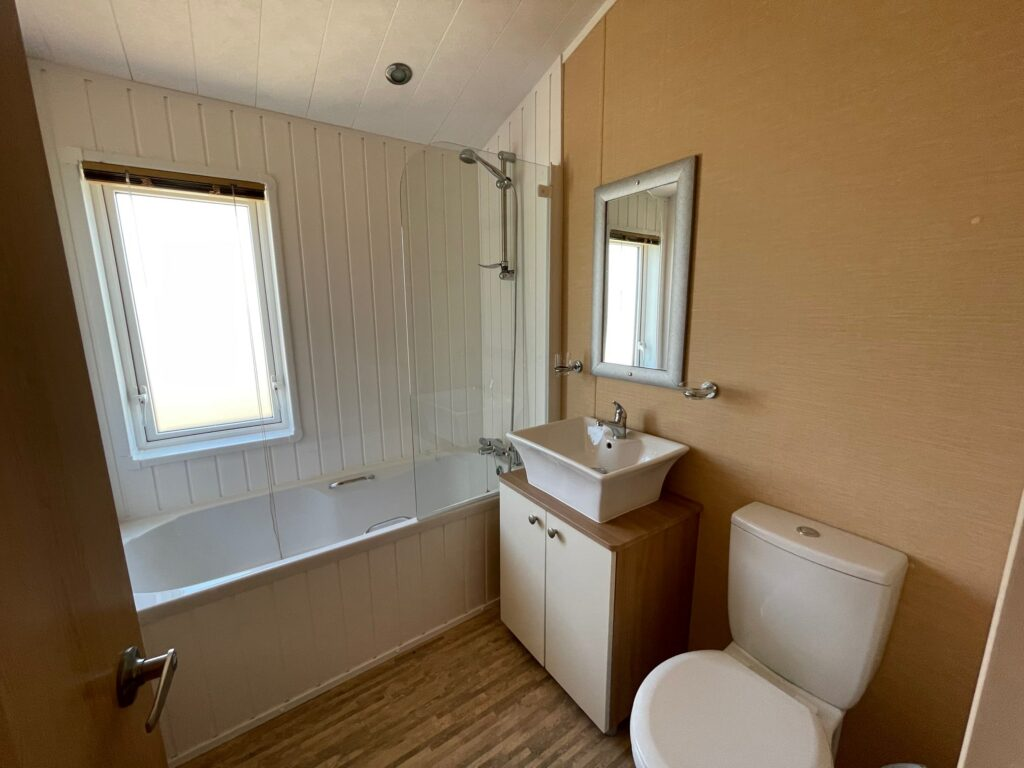 Previously Owned 2011 Willerby Boston Lodge at Holgates Ribble Valley (10)-min
