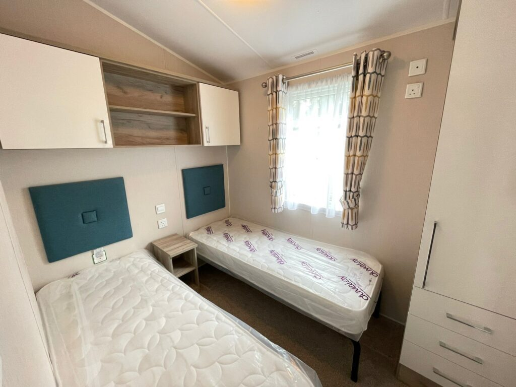 Previously Owned 2017 Willerby Canterbury at Silver Ridge Holiday Park (11)-min