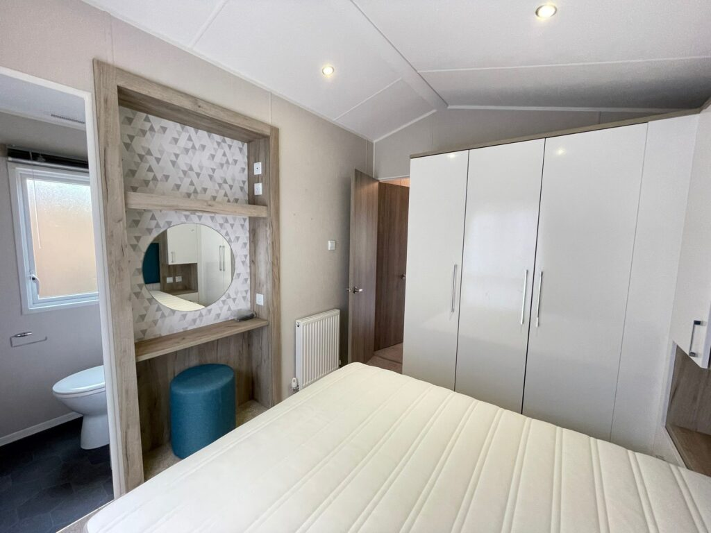 Previously Owned 2017 Willerby Canterbury at Silver Ridge Holiday Park (14)-min