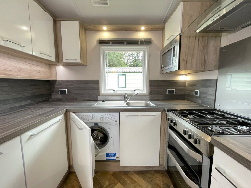Previously Owned 2017 Willerby Canterbury at Silver Ridge Holiday Park (15)-min