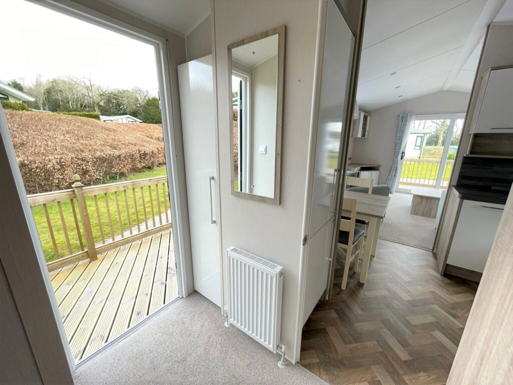 Previously Owned 2017 Willerby Canterbury at Silver Ridge Holiday Park (16)-min
