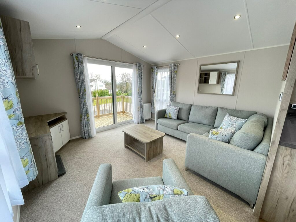 Previously Owned 2017 Willerby Canterbury at Silver Ridge Holiday Park (6)-min