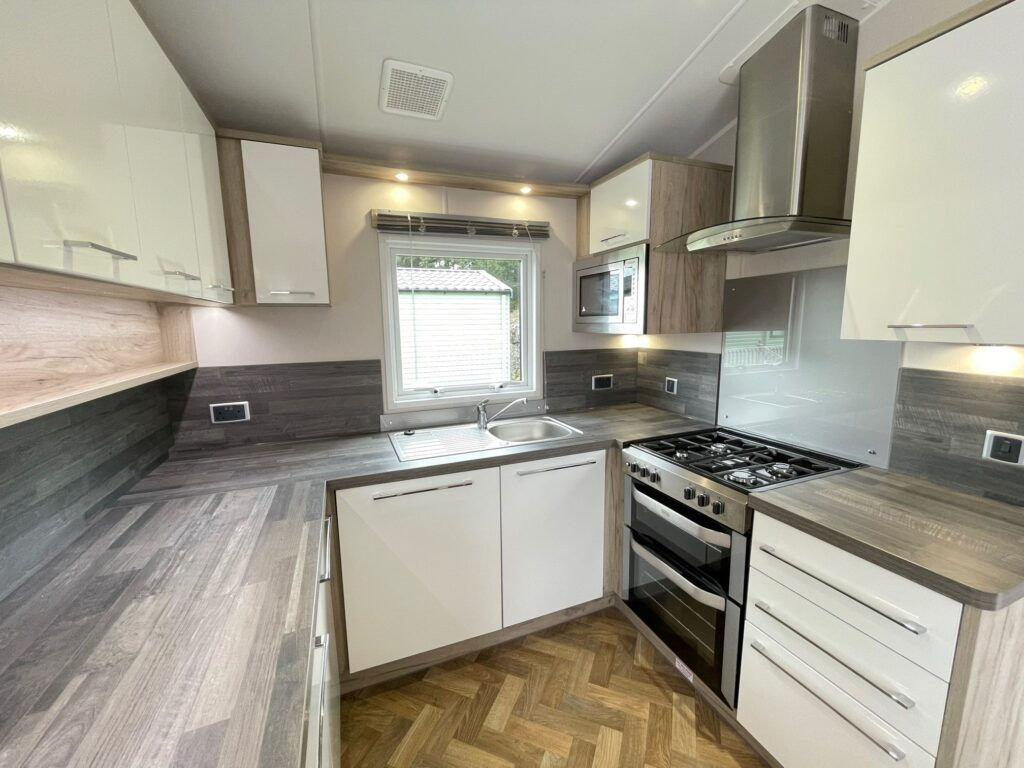 Previously Owned 2017 Willerby Canterbury at Silver Ridge Holiday Park (9)-min