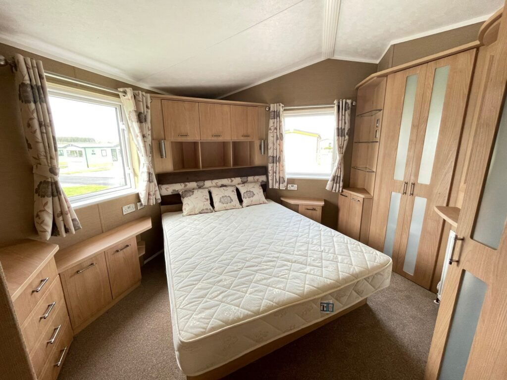 Previously Owned 2011 Willerby Vogue at Holgates Ribble Valley (10)-min