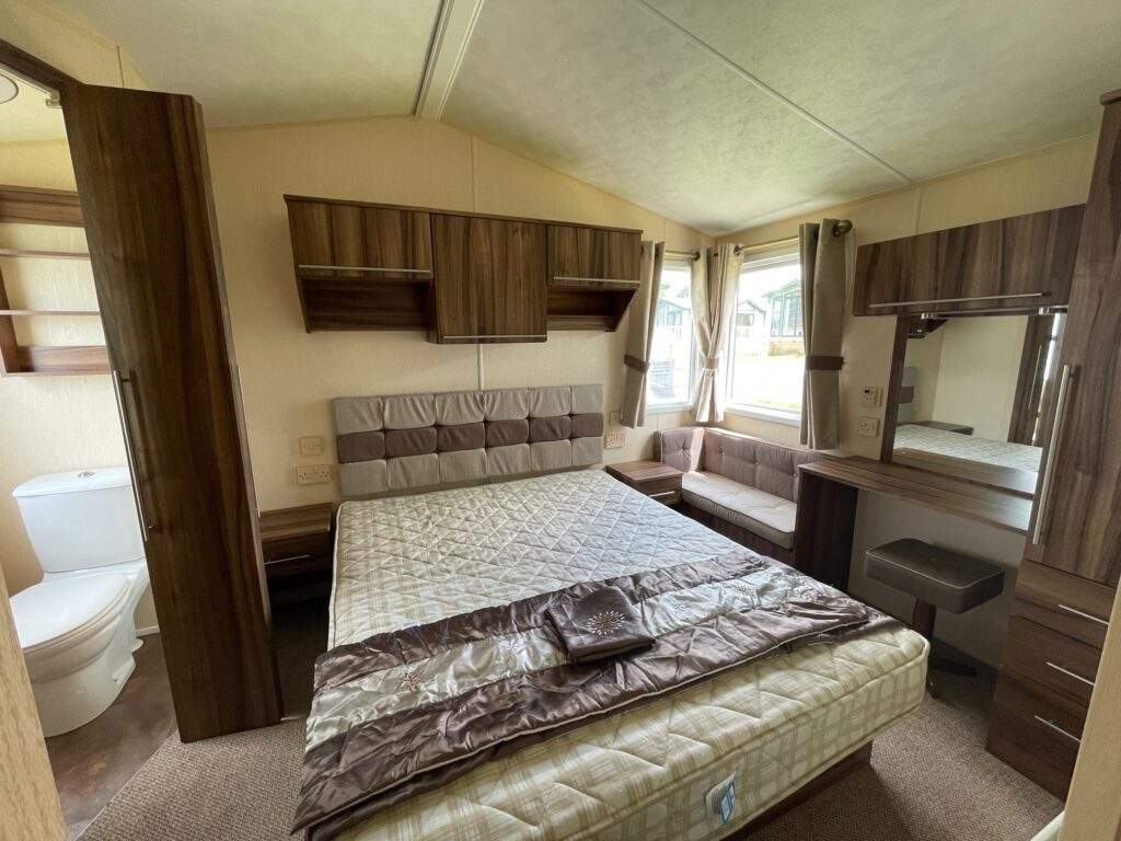 Previously Owned 2011 Willerby Winchester at Holgates Ribble Valley (10)