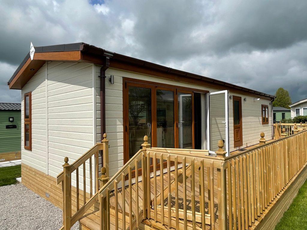 Previously Owned 2014 Lakeland Sorrento Lodge13-min