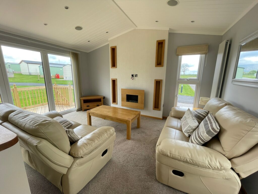 Previously Owned 2014 Lakeland Sorrento Lodge4-min