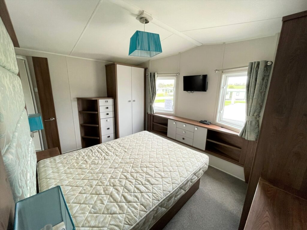 Previously Owned 2014 Willerby Skyline at Holgates Ribble Valley (7)-min